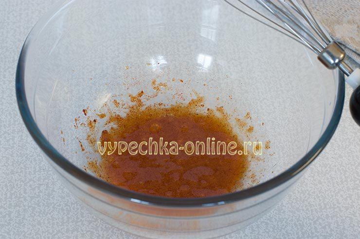 Взбитые желтки с солью и специями