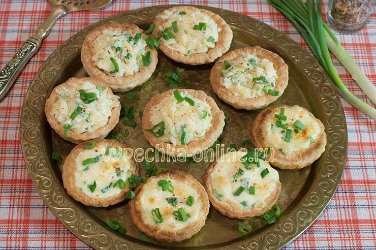 Тарталетки с начинкой из сыра и чеснока с майонезом