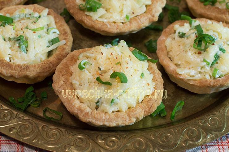 Тарталетки с салатом с сыром