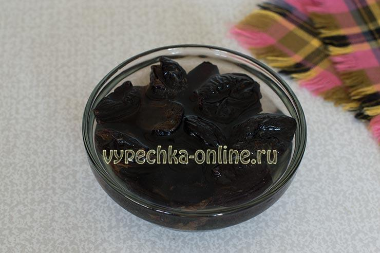 Чернослив залить кипятком