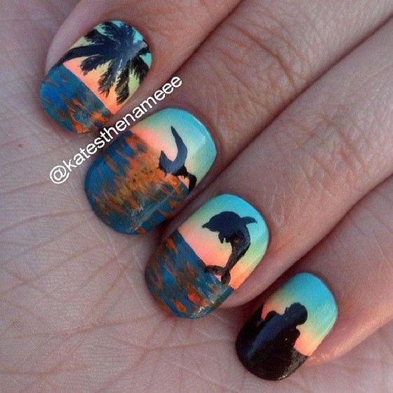 Дельфины на ногтях