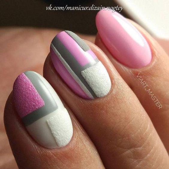 Маникюр розовый серый белый