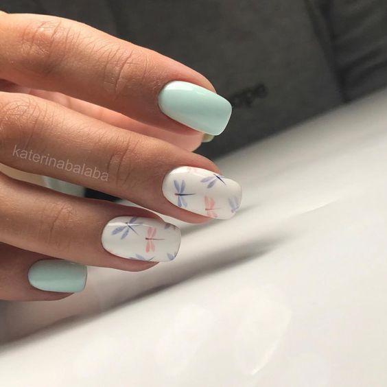 Стрекозы на ногтях