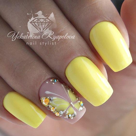 Красивые ногти с бабочкой
