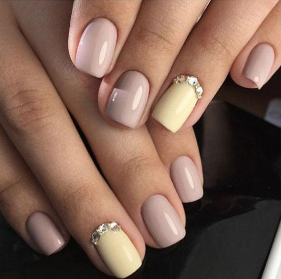 Ногти пастель, стразы