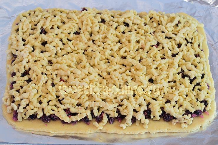 Тертый пирог со смородиной