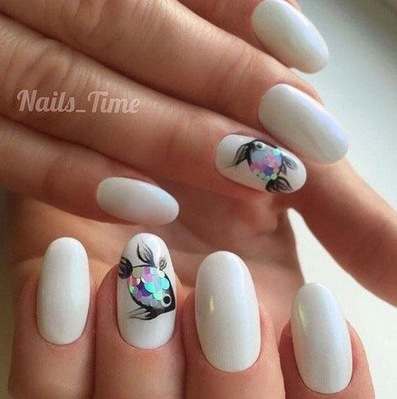 Рыбки на ногтях
