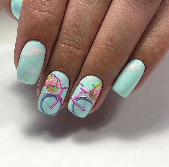 Велосипед с цветами на ногтях