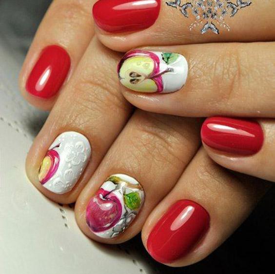 Яблоки на ногтях