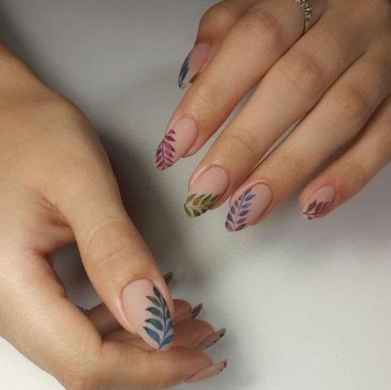 Рисунки на ногтях листья