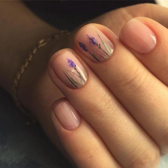 Ирисы, прозрачный лак, ногти