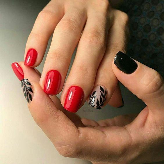 ногти с черными листьями