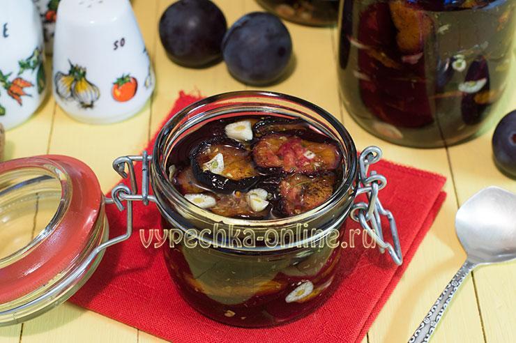Запеченная слива в духовке с чесноком (вяленая, пряная) – как закрыть на зиму, рецепт с фото