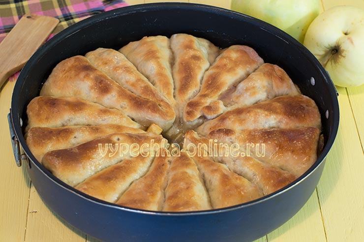 Пирог с яблоками на дрожжах в духовке