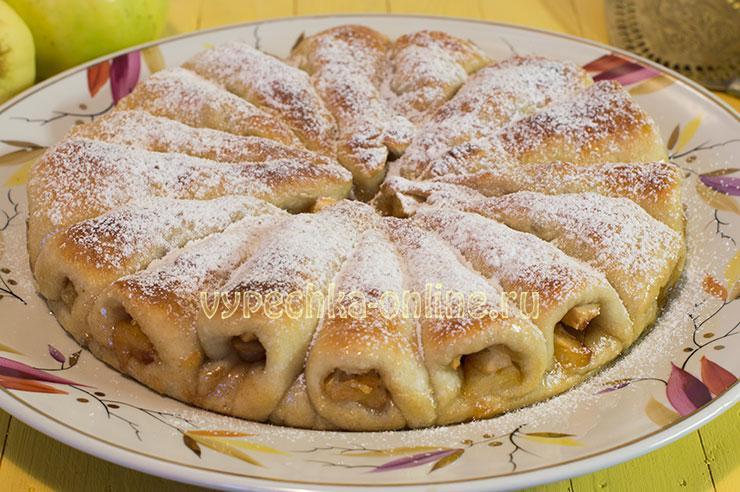 Постный пирог с яблоками в духовке