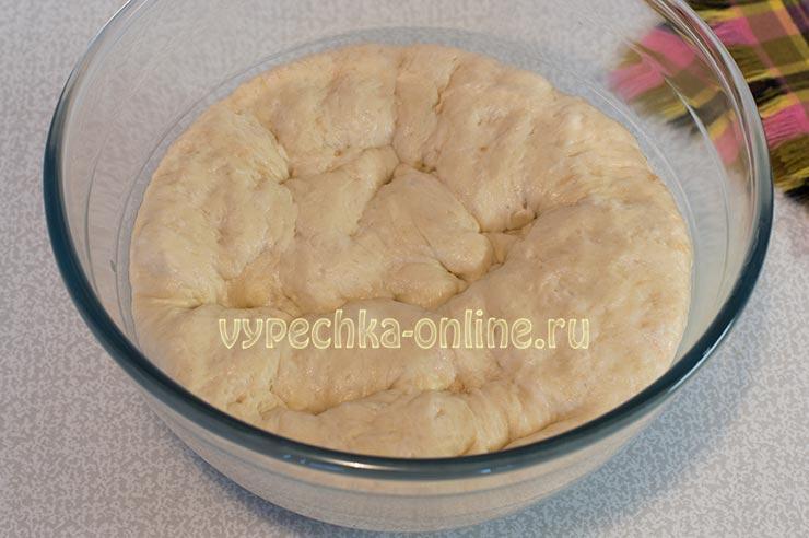 Как испечь пирог с яблоками в духовке из дрожжевого теста