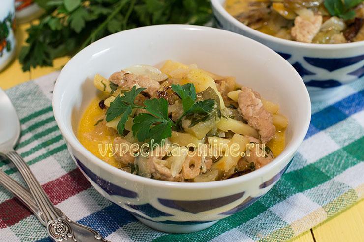 Мясо с баклажанами и картошкой в духовке