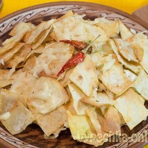 Чипсы из лаваша с сыром в духовке: рецепт с фото пошагово, как сделать