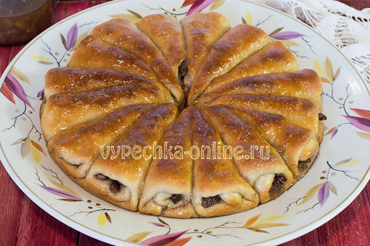 Пирог с вареньем из дрожжевого теста в духовке, отрывной – рецепт с фото пошагово