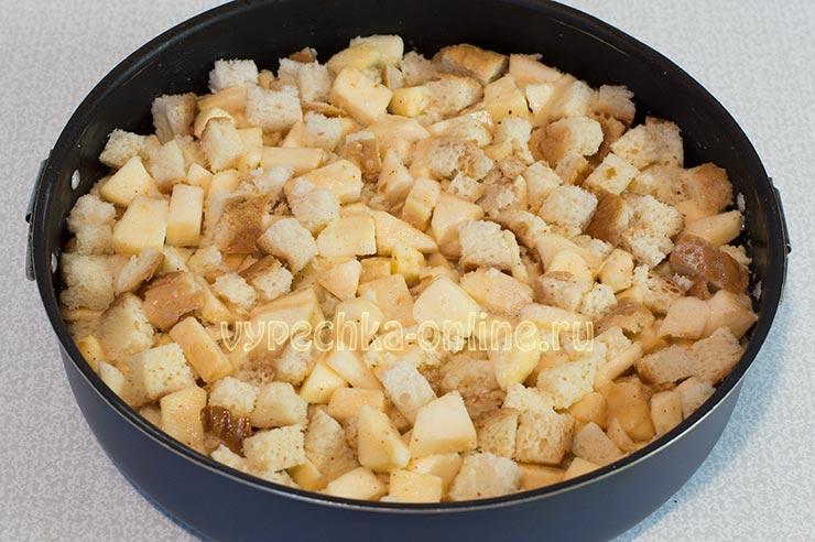 Пирог из батона с яблоками