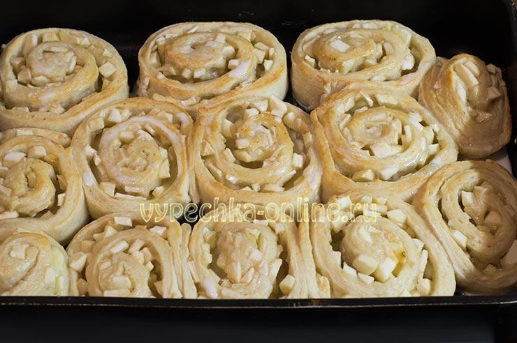 Рецепт булочек с яблоками из дрожжевого теста в духовке