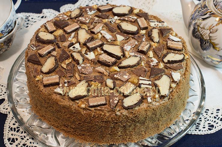 Шоколадный торт с черносливом, грецкими орехами, сметанным кремом - рецепт с фото пошагово