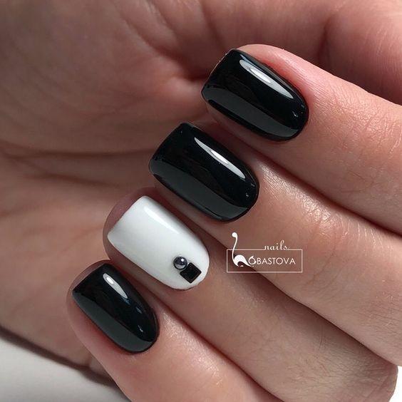чёрно-белый маникюр