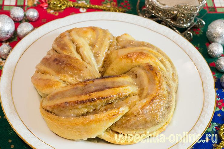 Красивый пирог из дрожжевого теста с ореховой начинкой – эстонская булочка