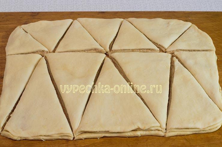 Оформление пирога из дрожжевого теста