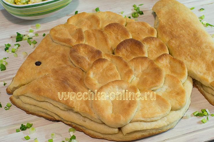 Рыбный пирог из консервов в духовке из дрожжевого теста