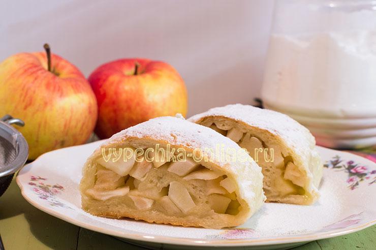 Рулет с яблоками из дрожжевого теста