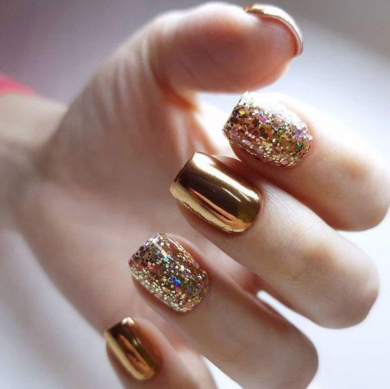 Новогодний дизайн на длинные ногти 2020