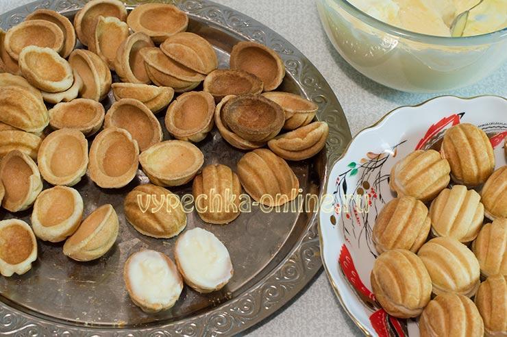 Как сделать орешки со сгущенкой мягкими