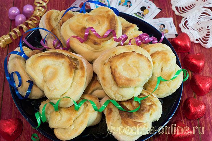 Плюшки с творогом из дрожжевого теста (булочки сердечком) в духовке – как делать, рецепт с фото