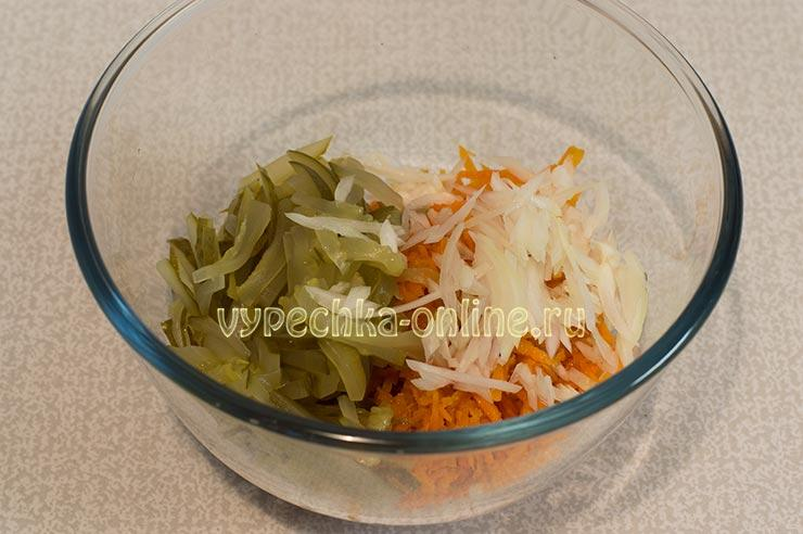 Морковка по-корейски, лук, огурец
