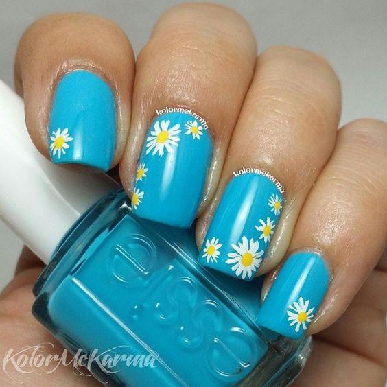 Дизайн ногтей в голубых тонах