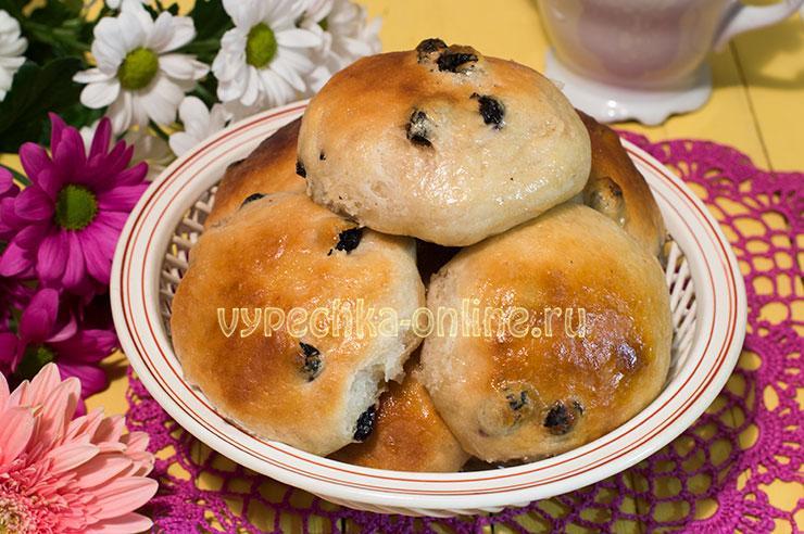 Постные булочки на дрожжах с изюмом (медовые из дрожжевого теста) – рецепт с фото