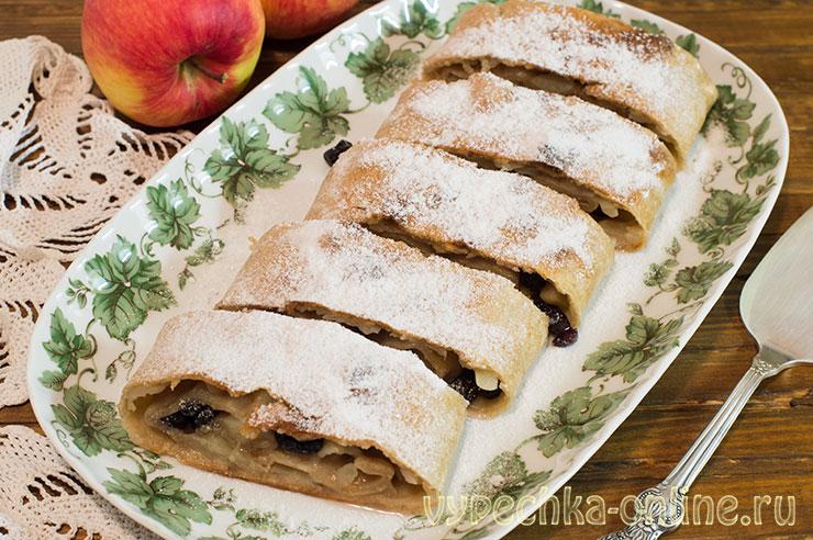 Постный штрудель с яблоками и изюмом с цельнозерновой мукой в духовке – рецепт с фото