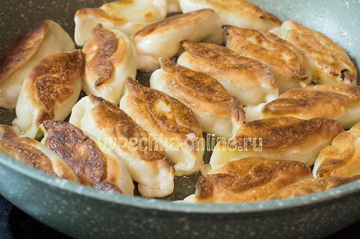 Жареные вареники с картошкой замороженные на сковороде