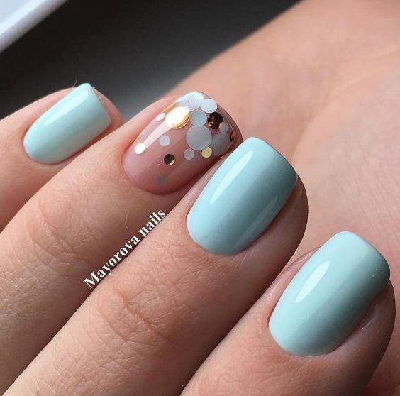 Дизайн ногтей весна 2020 в голубых тонах