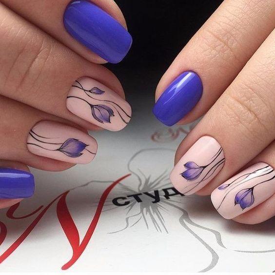 Весенний маникюр синего цвета