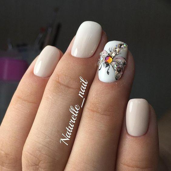 Весенний белый маникюр