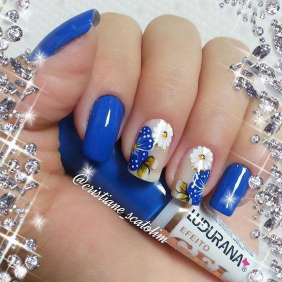 Весенний синий маникюр