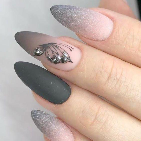 Весенний серый маникюр