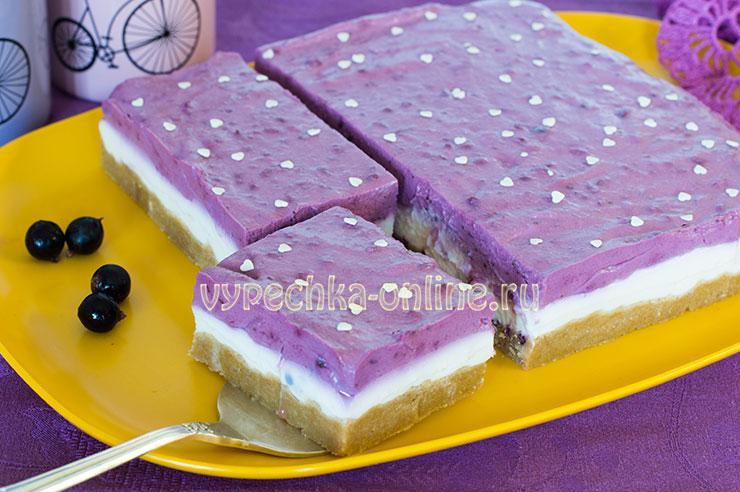 Чизкейк из печенья и творога без выпечки с ягодами смородины – рецепт с фото
