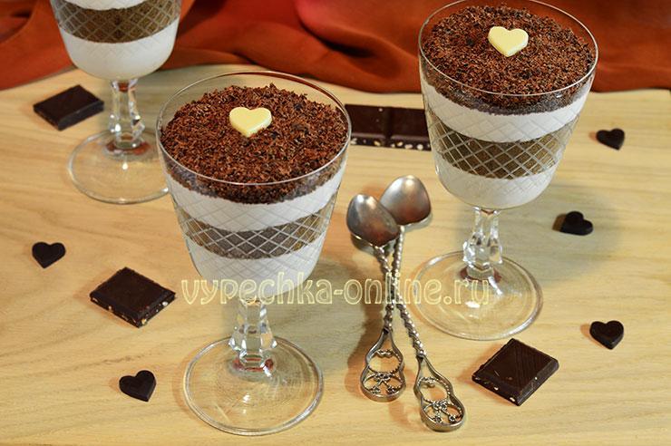 Десерт из бисквита в стакане