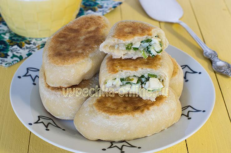 Бездрожжевые пирожки с яйцом и зелёным луком