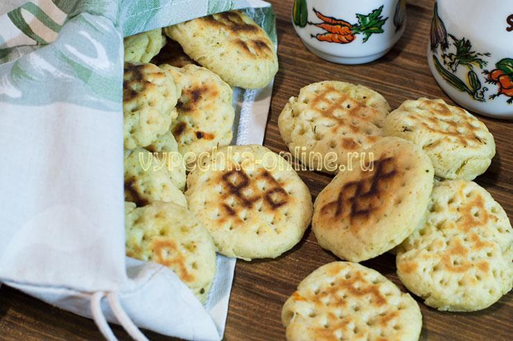 Печенье на сметане на сковороде рецепт с фото пошагово