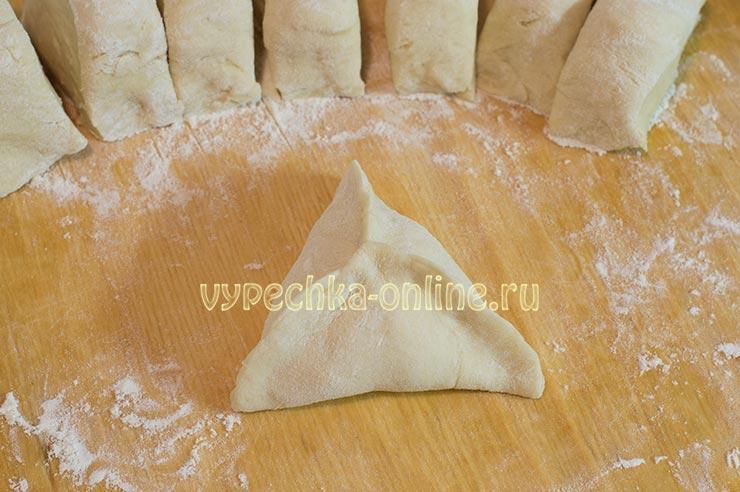 Пирожки с мясом и картошкой в духовке треугольные