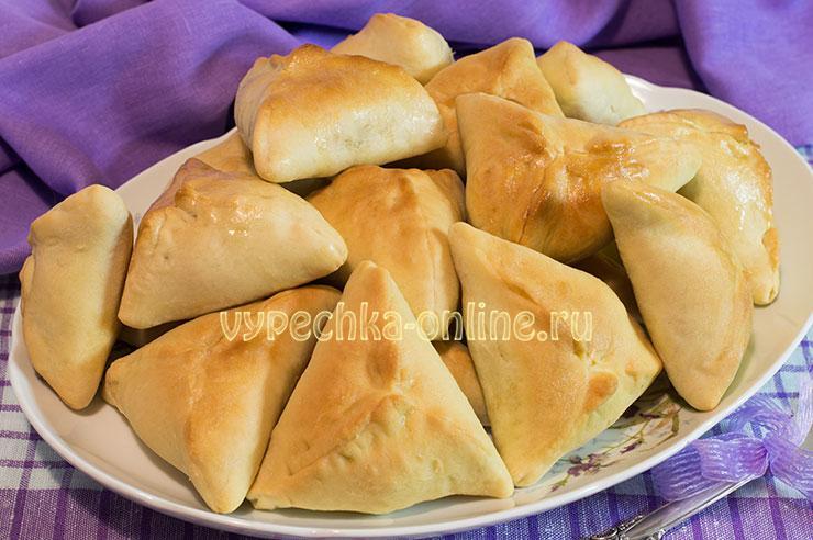 Пирожки с мясом и картошкой в духовке дрожжевые треугольные – рецепт с фото пошагово